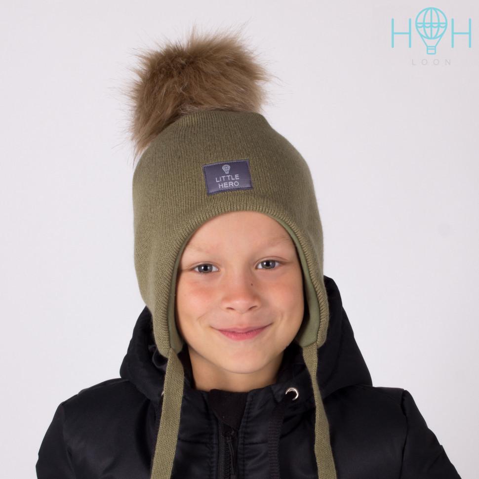 ШЗ20-02611755-4 Шапка зимняя с искусственным помпоном и нашивкой Little hero, хаки