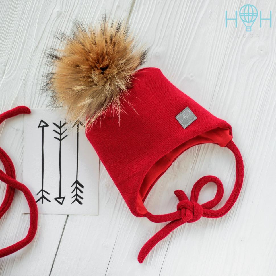 ШЗ20-02031748 Зимняя шапка с натуральным помпоном из енота и светоотражающим шевроном, красный